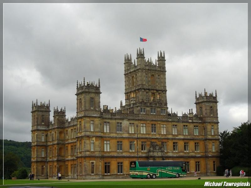 You are browsing images from the article: Highclere Castle
