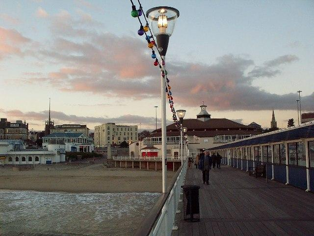 You are browsing images from the article: Bournemouth Pier - molo