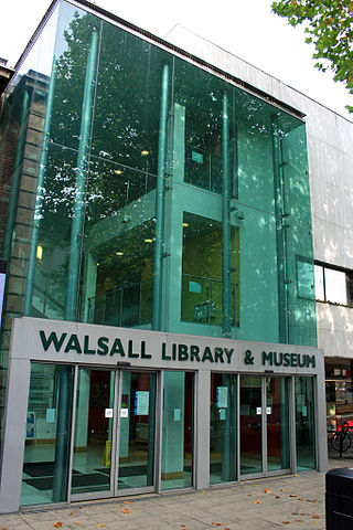 You are browsing images from the article: Walsall - miasto, w którym królowa kupuje torebki