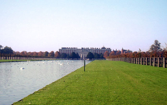 You are browsing images from the article: Hampton Court Park - piękny park przy pałacu Hampton Court w Londynie
