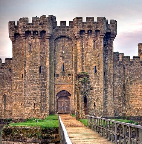 You are browsing images from the article: Bodiam Castle - forteca obronna na południu Anglii