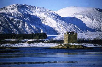 You are browsing images from the article: Castle Stalker - malowniczy zamek na wyspie jeziora Loch Laich