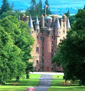 You are browsing images from the article: Glamis Castle - nawiedzony i tajemniczy szkocki zamek